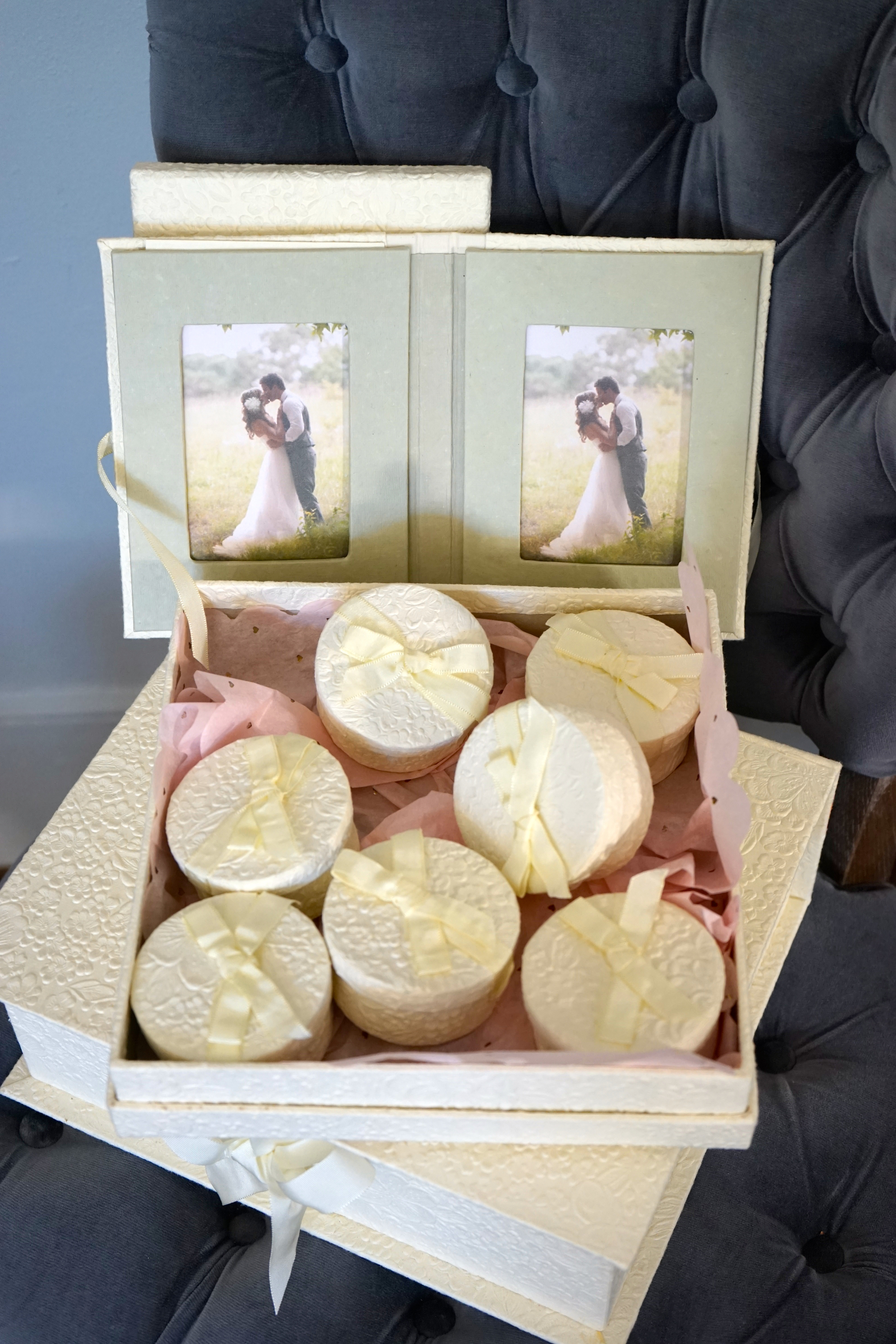 Box of 9 Round Favors 3